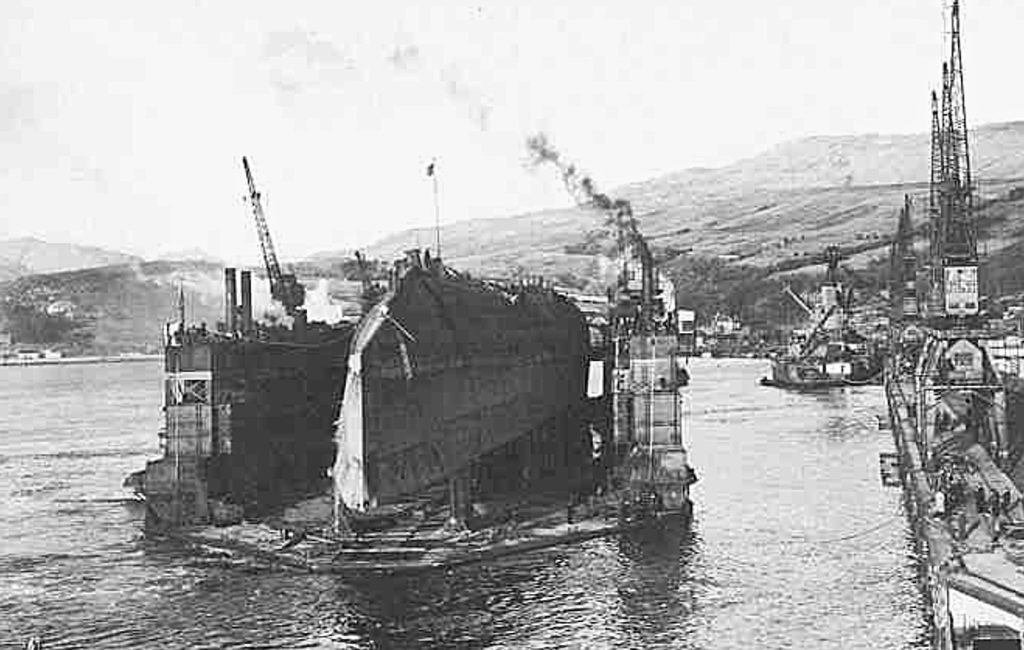 Derfflinger arriving at the breaker's yard. In the background, work has already started on Iron Duke.