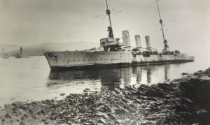 Nurnberg aground at Cava. Hindenburg in background. L 7330/2. 941.09 B